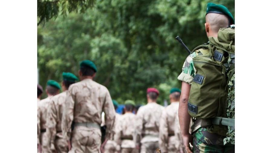 Os militares vão descontar sobre o salário e suplementos