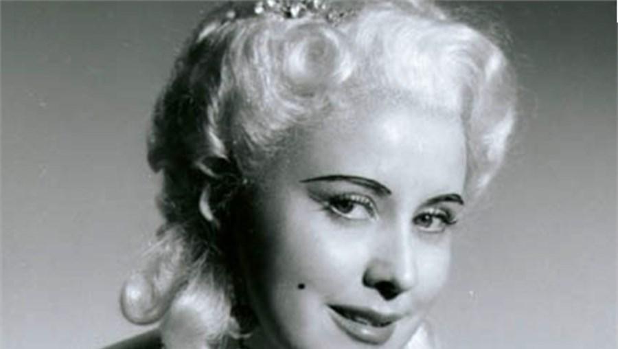 Lisa Della Casa era celebrada não só pela voz portentosa mas também pela sua beleza