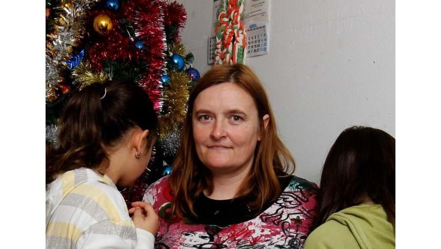Carla tem três filhas menores e parcos recursos