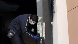 Grécia: Escritórios de partido no poder atingidos a tiro