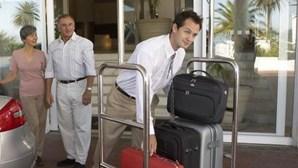 Franceses, brasileiros e irlandeses salvam hotelaria