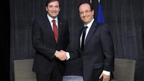 Passos Coelho reúne com Hollande em Paris