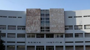 Onze acusados de lesar o SNS em milhares de euros