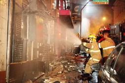 Bombeiros fizeram o possível por evitar o pior, mas centenas de pessoas não conseguiram sair com vida da discoteca 'Kiss'
