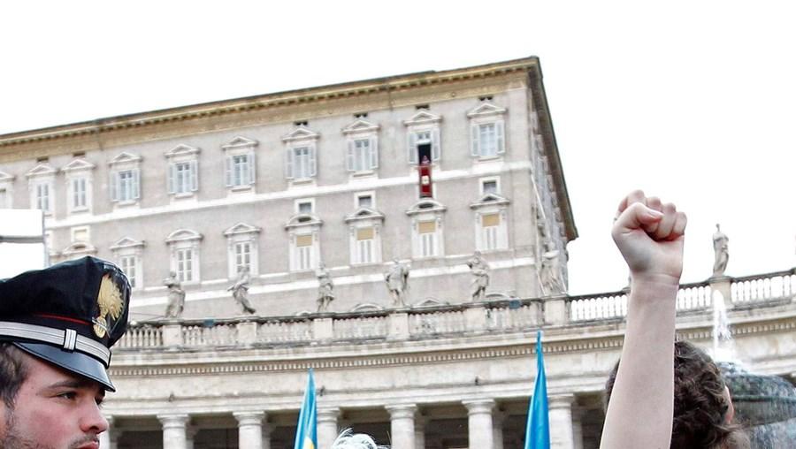 No dia que assinalou o batismo do Senhor, Bento XVI apelou ao acolhimento dos emigrantes