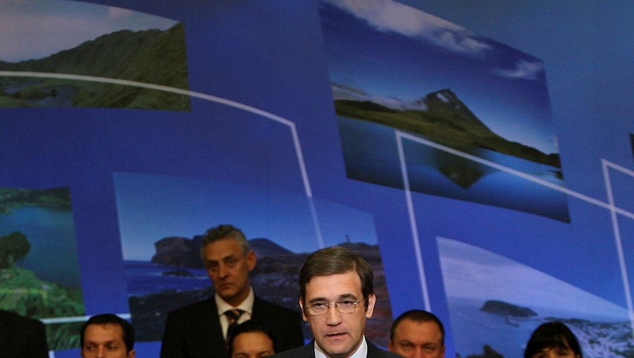 Pedro Passos Coelho foi aos Açores responder aos socialistas