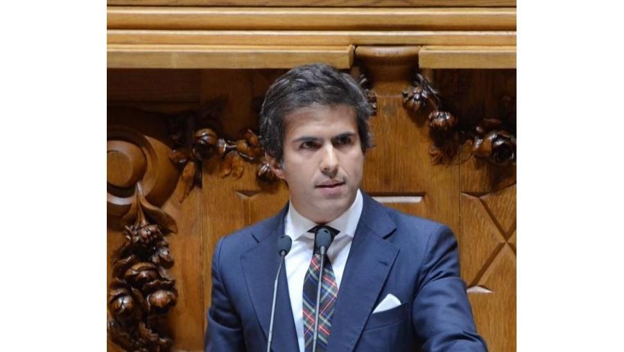 O deputado Adolfo Mesquita Nunes diz que a extinção da ADSE é uma questão que tem de ser debatida