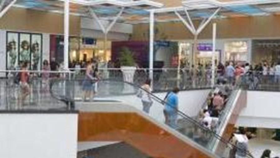 Os centros comerciais em Portugal contam com cerca de 9 mil lojas, responsáveis por 100 mil postos de trabalho diretos e mais de 200 mil indiretos