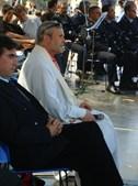 O Padre José Fernando Lambelho participa na missa, em Lamego, no Dia do Motociclista.