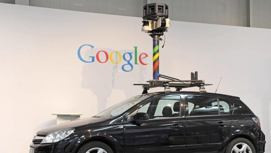 Carros oficiais da Google circulam e fotografam nas ruas