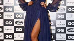 Sofia encanta com vestido ousado