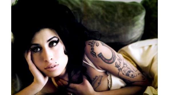 Amy Winehouse: Mãe da cantora conta a verdade em novo documentário