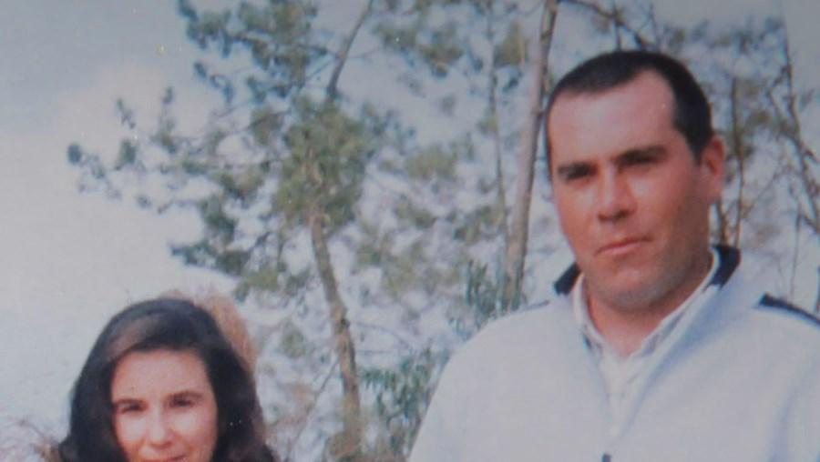 Ana Cristina e Paulo Martins (na foto, no dia do casamento) viviam com a filha numa moradia que construíram em Marinhais