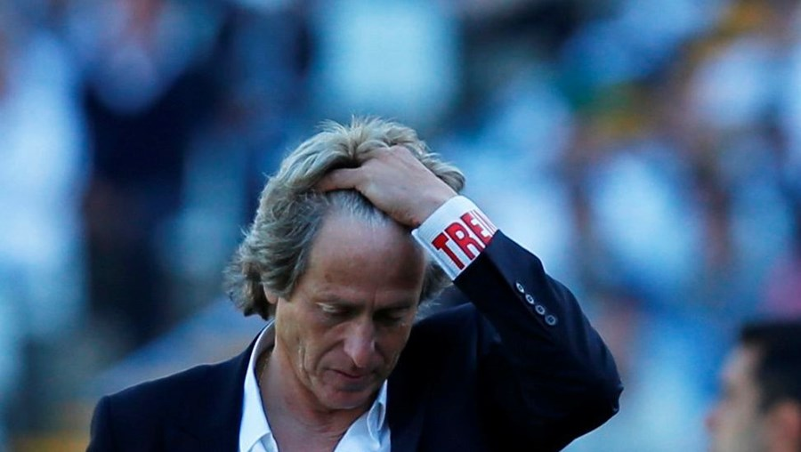 Jorge Jesus tem sido alvo de grande contestação por ter perdido a Liga, a Liga Europa e a Taça de Portugal