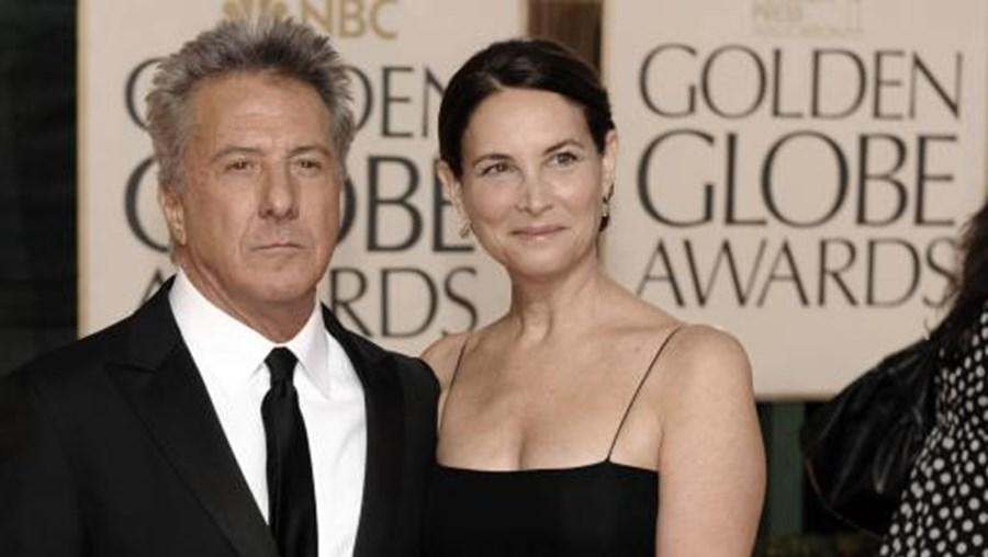 Dustin Hoffman com a mulher, Lisa Gottsegen, com quem se casou em 1980 e de quem tem quatro filhos