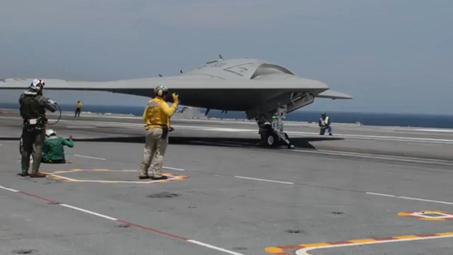 A aeronave tem a particularidade de não ter cauda.