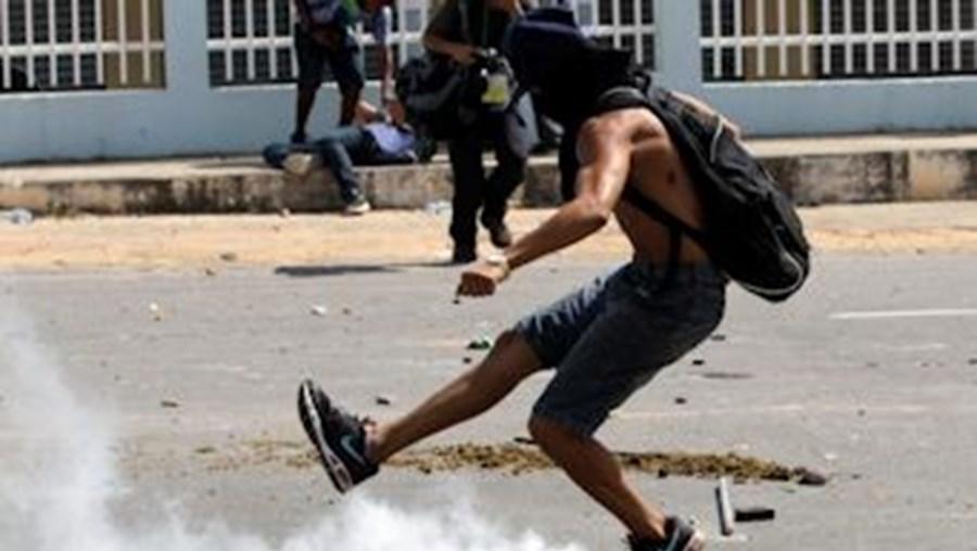 Brasil, confrontos, anarquia, polícia, Rio de Janeiro, Igreja da Candelária