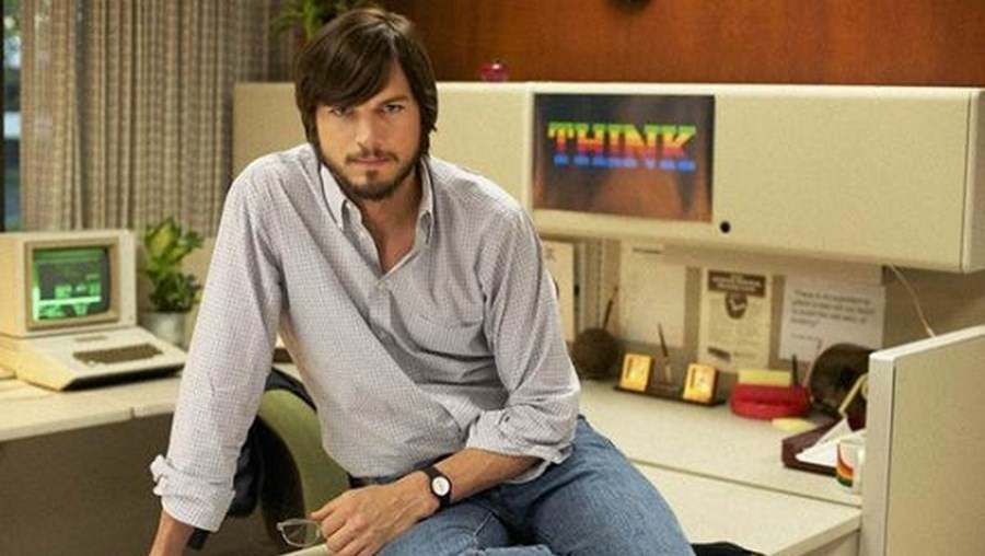 Ator Ashton Kutcher dá vida ao fundador da Apple neste filme