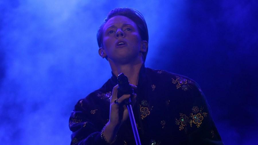 Os britânicos La Roux foram a primeira banda internacional a atuar no segundo dia do festival