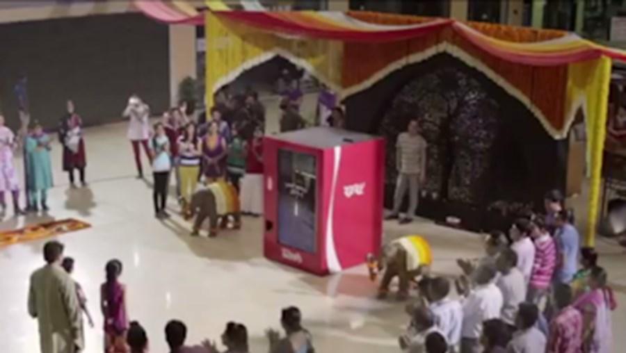 Coca-Cola aposta na 'máquina da amizade'