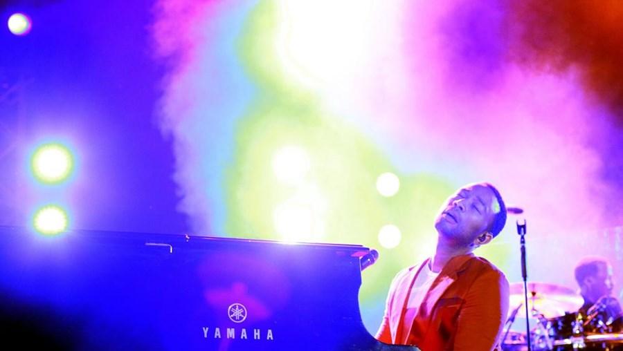 Cantor de 34 anos tocou várias vezes ao piano