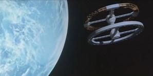 5- Space Station V, do filme '2001: Odisseia no Espaço'– A estranha estação especial circular que tinha dois compartimentos de encaixe em ambos os lados dos eixos de rotação