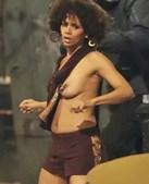 Halle Berry foi a primeira atriz a receber um Óscar depois de interpretar uma 'bond girl', no filme '007 Um novo dia para morrer'