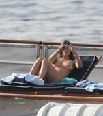 Liz Hurley, atriz, modelo e estilista britânica. Para além dos seus trabalhos, ficou também conhecida pela sua relação com o ator Hugh Grant