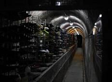 4. Restaurante Chafariz do Vinho: Localizado numa Mãe de Água, nascente de onde a água sai para ser distribuída por canais secundários