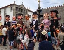 Gigantones e cabeçudos percorrem as ruas de Viana do Castelo