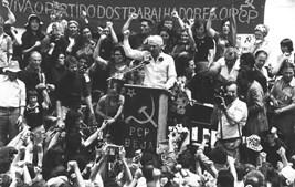O líder comunista durante um comício de homenagem em Baleizão