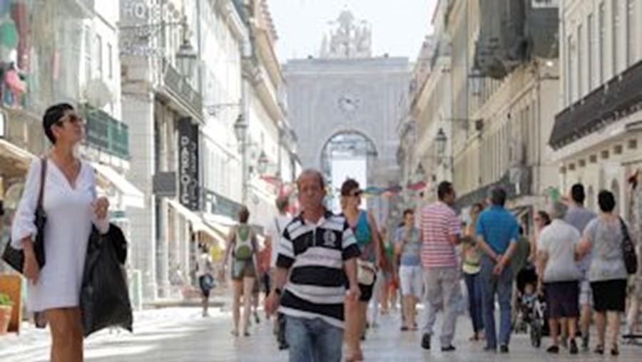 'Tó' Dias, como é conhecido na Baixa de Lisboa, sofre de raquitismo. Apesar dos seus 1,33 m, o reformado vive sem complexos