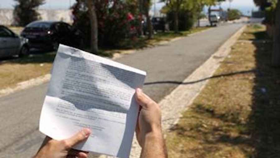 António foi multado na avenida Jorge V