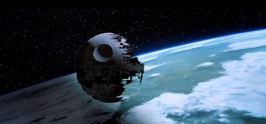 1- Estrela da Morte I e II, da saga 'Guerra das Estrelas' – As maiores armas de destruição construídas por Darth Sidious e Darth Vader com o intuito de destruir as bases rebeldes espalhadas pela galáxia