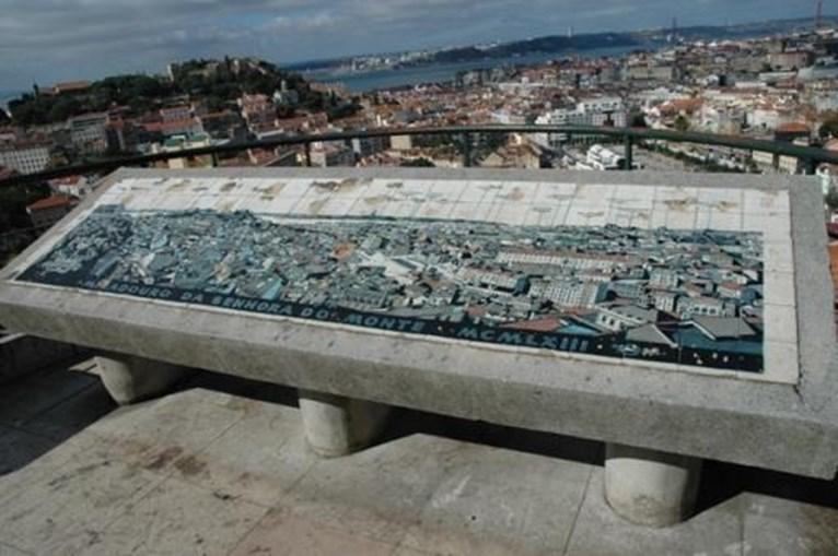 2. Miradouro da Senhora do Monte: É um dos miradouros menos conhecidos de Lisboa