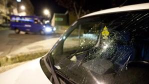 Ameaça mulher e destrói carros