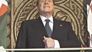 Berlusconi causa queda do governo