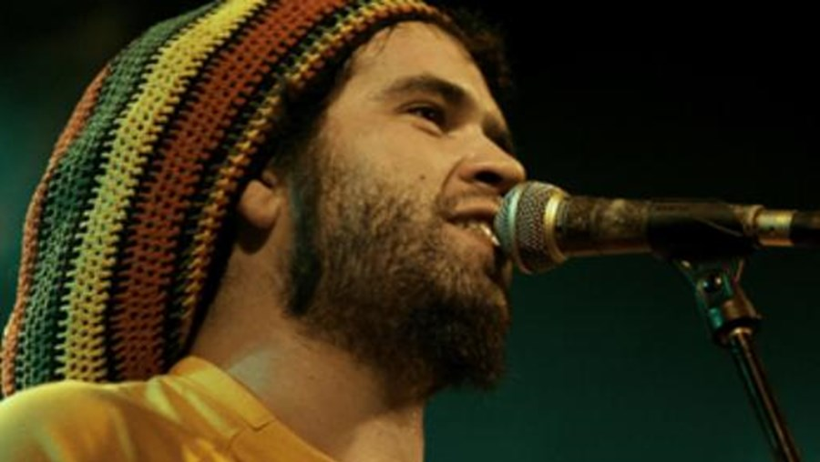 O cantor de reggae Freddy Locks atua no dia 13 de setembro