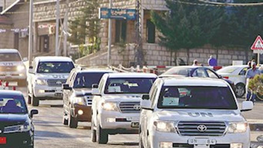 Colunda de veículos de peritos da ONU a caminho do Líbano após mais um dia de inspeções na Síria