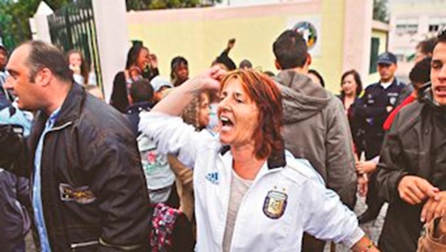 Na Escola Bàsica do ALto do Lumiar, pais protestaram porque ainda há 20 turmas sem professores