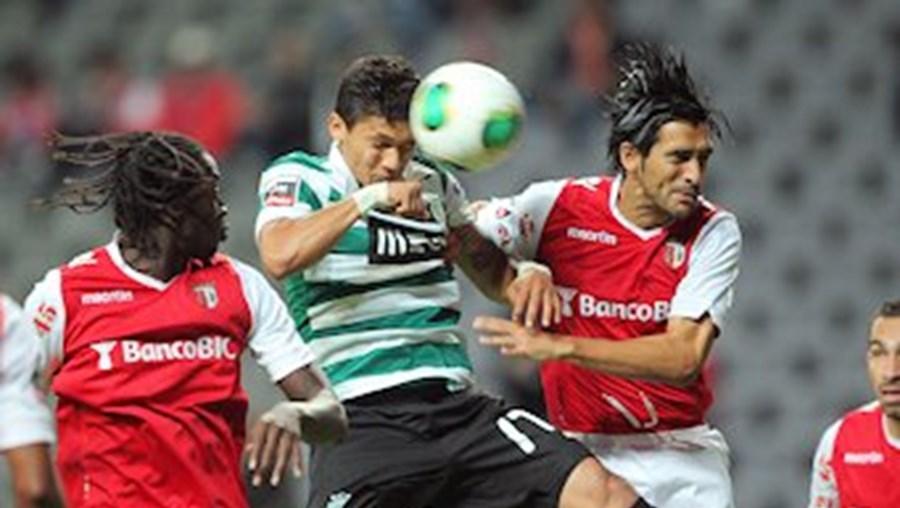 Montero cabeceia para o 1º golo do Sporting, entre Éder e Custódio