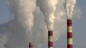 Economias do G20 taxam mais as emissões de CO2, mas impõe-se ação política mais forte, diz a OCDE