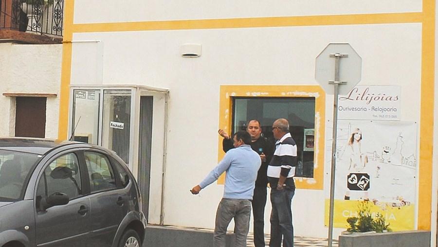 Ourivesaria Lilijóias foi assaltada por dois encapuzados, armados com pistolas