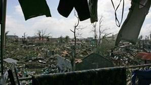 Bebé nasce entre escombros do tufão nas Filipinas