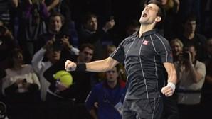 Djokovic 'vinga-se' de Nadal e rouba título no Masters