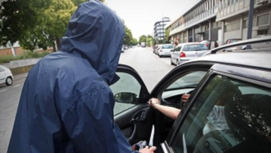 Mulher de 38 anos ficou apavorada com carjacking