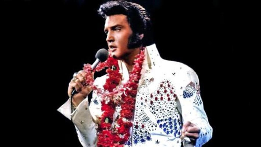 Elvis Presley tinha 3,6 milhões de euros no banco quando morreu. No ano passado, ganhou 40,6 milhões, 36 anos depois de ter morrido