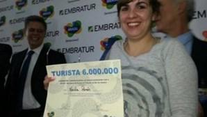 Brasil recebe com festa turista número seis milhões