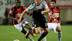 Benfica vence Olhanense