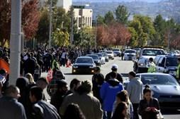 Milhares de fãs marcaram presença no memorial não oficial em homenagem a Paul Walker